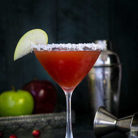 10 best cranberry apple cocktails recipes yummly for Cocktail 9 mac