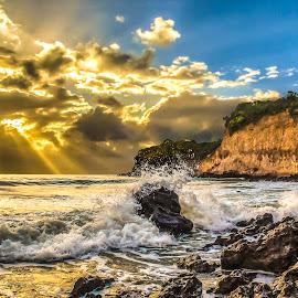 Splash - Natal-RN.. by Rqserra Henrique - Landscapes Waterscapes ( clouds, water, splash, waterscape, rqserra, beach, landscape, morning, brasil, brazil, dawn, color, natal, sunshine, rocks )