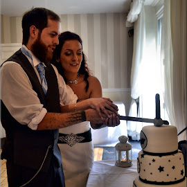 cutting the cake by Nic Scott - Wedding Bride & Groom ( cake cutting, wedding, bride and groom )