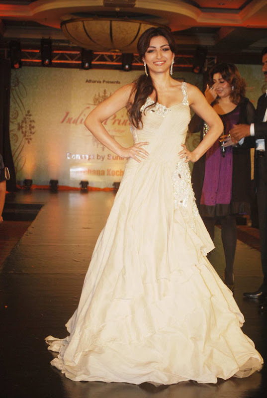 HOT Indian models ramp @ Launch of 'Indian Princess Fashion' 2011