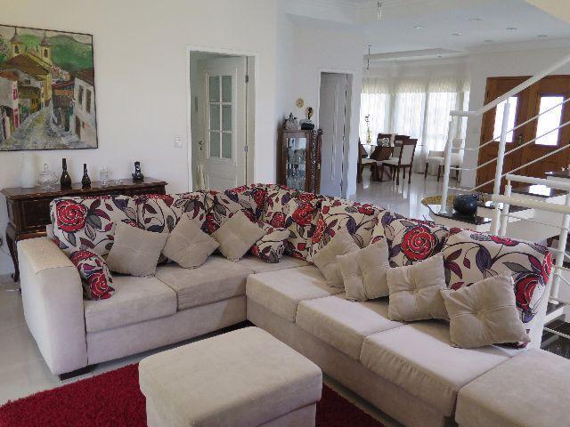 Sobrado residencial à venda, Villa Branca, Jacareí.