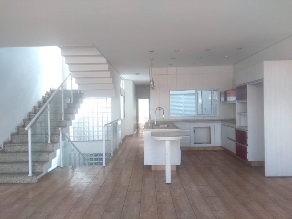 Sobrado com 4 dormitórios para alugar, 100 m² por R$ 2.400,00/mês - Centro - Bragança Paulista/SP