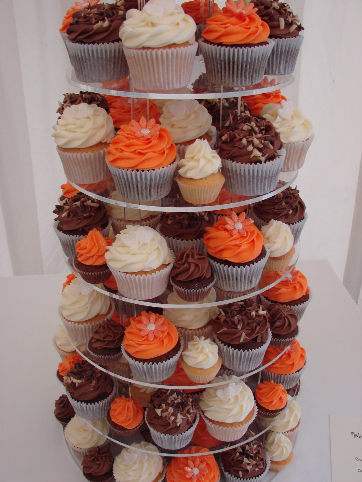 What a beautiful combination of colours for your wedding cupcakes.