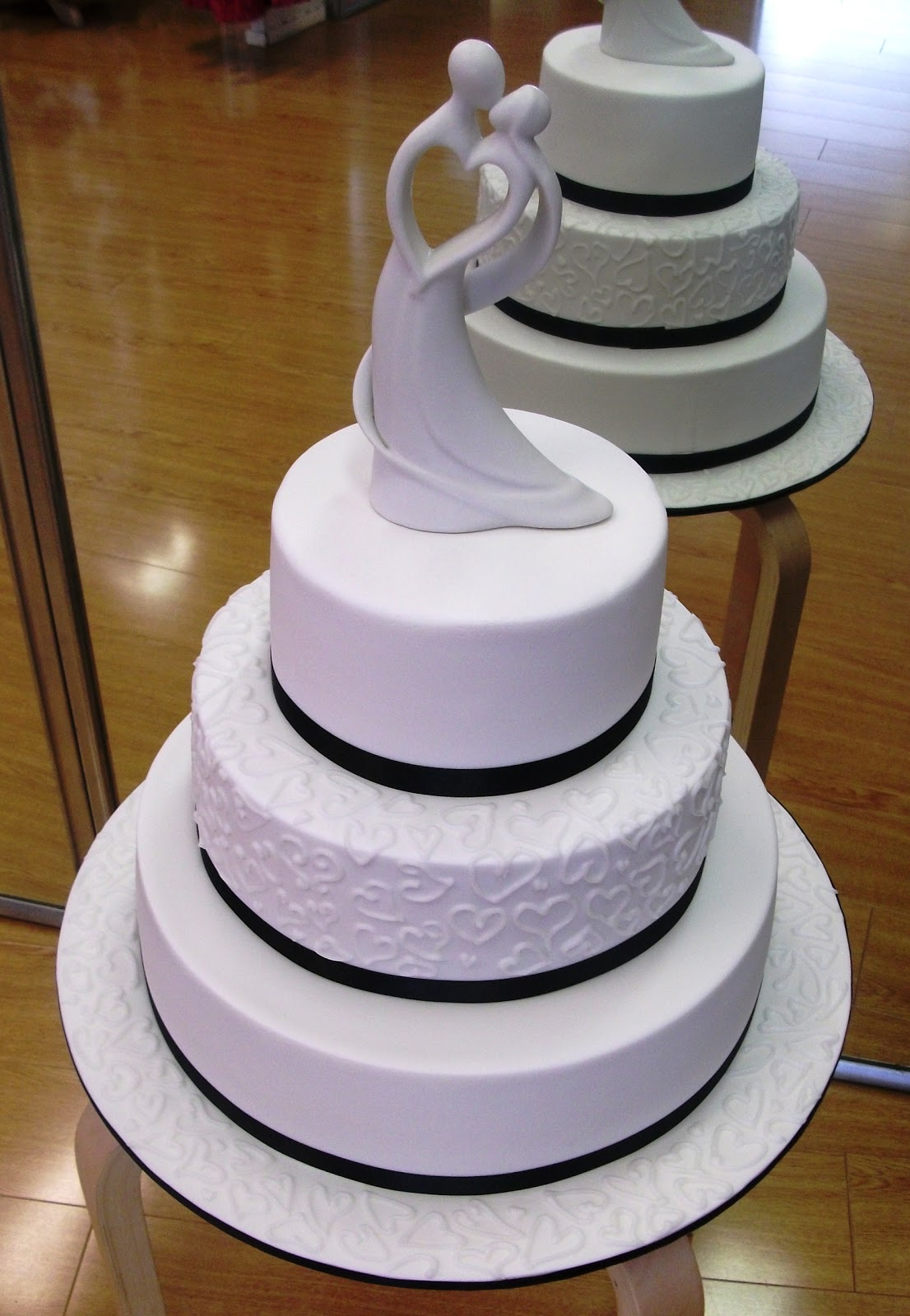 black and white cake,