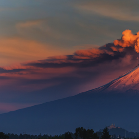 smoking volcano in the morning by Cristobal Garciaferro Rubio - Landscapes Mountains & Hills ( volcano, mexico, puebla, popocatepetl, smoking volcano )