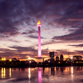 Monas by Emnas Yusufi - Buildings & Architecture Statues & Monuments ( sunset, indonesia, jakarta, monument, nightscape )