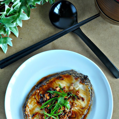 Grilled Cod Fish in Garlic Crisps & Oyster Sauce 蒜酥蚝油烤鳕鱼