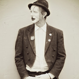 Orleans Mimed by Alice Gipson - People Musicians & Entertainers ( black and white, alicegipsonphotographs, new orleans mime, mime, man )