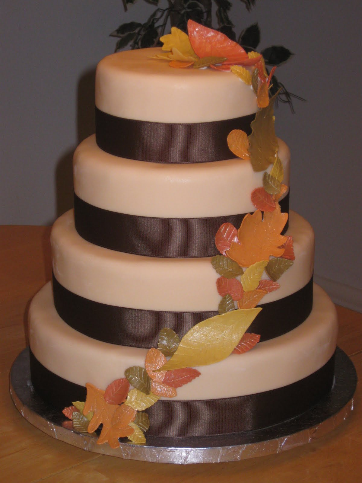 a Fall themed wedding cake
