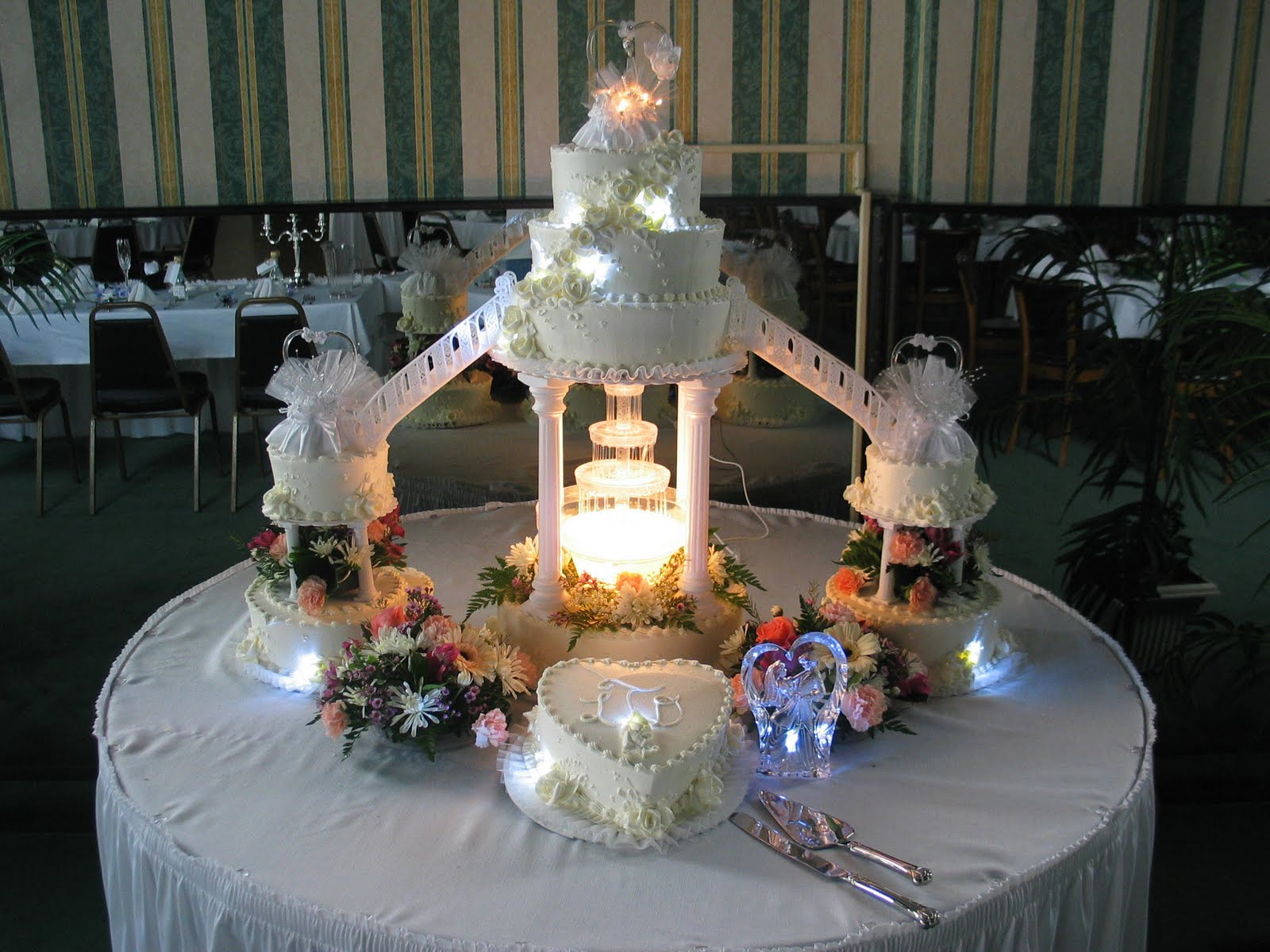 Wedding Cakes With Fountain