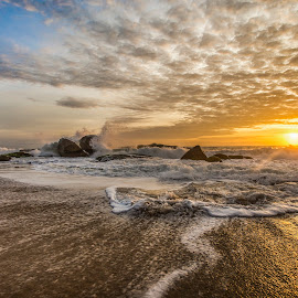 Sunrise in Estaleirinho Beach by Rqserra Henrique - Landscapes Sunsets & Sunrises ( clouds, brazil, splash, waves, rqserra, beach, sunrise, rocks )