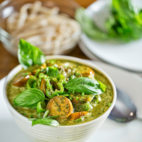 Thai-Inspired Green Curry With Eggplant and Peppers