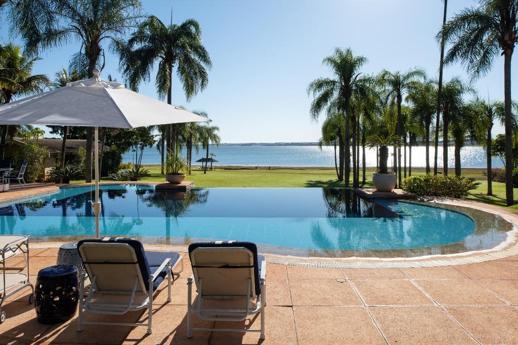 Estância Praia do Bosque   Casa de frente para a represa de Avaré! 8 suítes, piscina, jacuzzi, área gourmet, quadra de tênis e muito espaço.Arandu/SP