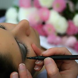 ... by Hale Yeşiloğlu - Wedding Getting Ready ( make up, makeup, wedding, getting ready, eye make up )