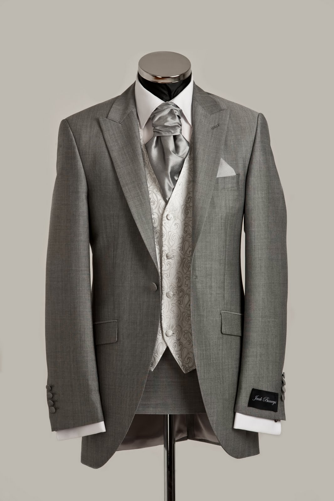 slim fittingg wedding suit