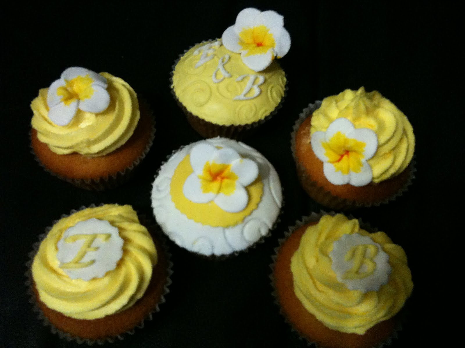 Beach themed wedding cupcakes
