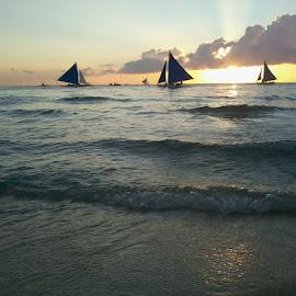 Boracay Sunset by James Roldan  Baguio - Landscapes Beaches ( #boracaysunset, #jbphotography, #beach, #sunset, #sailing, #beachlover )