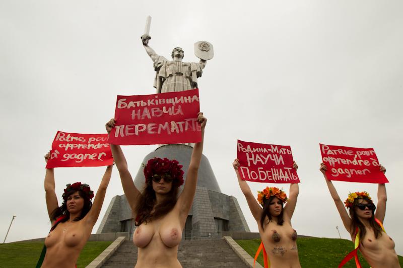 seks-s-ohuennoy-bryunetkoy