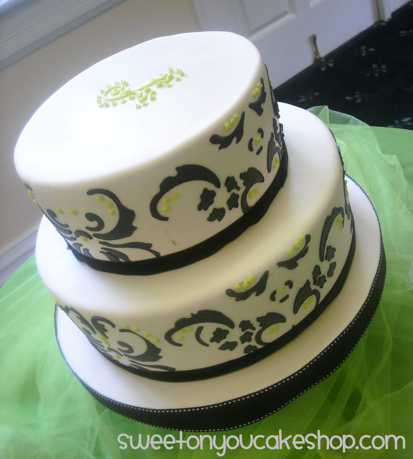 Damask wedding cake simple