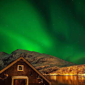 Magic Shelter I by Pierre Husson - Buildings & Architecture Other Exteriors ( wooden shelter, aurora borealis, ersfjorbotn, norway )