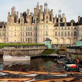 Canotage à Chambord by Gérard CHATENET - Buildings & Architecture Public & Historical