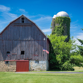 Old barn near Madison Wisconsin by Chris Bartell - Buildings & Architecture Other Exteriors ( wisconsin, old, barn, madison )