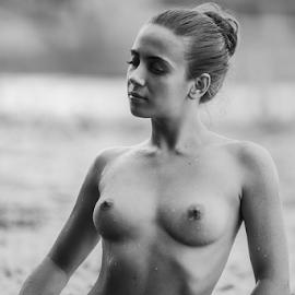 by Sergey Ostapovsky - Nudes & Boudoir Artistic Nude ( sammer )