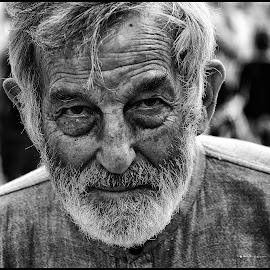 Ontmoeting  by Etienne Chalmet - Black & White Portraits & People ( black and white, street, people, man, portrait )