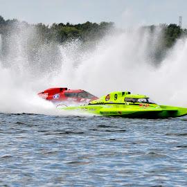 finish line by Jean-Pierre Machet - Sports & Fitness Watersports ( race, hydroplanes, course, régates, sp;ash )