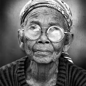 I'm fine by Munawir Wathoniy - People Fine Art ( face, old, texture, women )