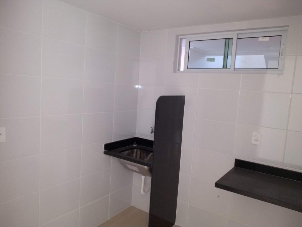 Apartamento com 2 dormitórios à venda, 58 m² por R$ 185.000