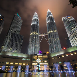 Petronas Twin Tower by Nick Jontravolta - City,  Street & Park  Skylines