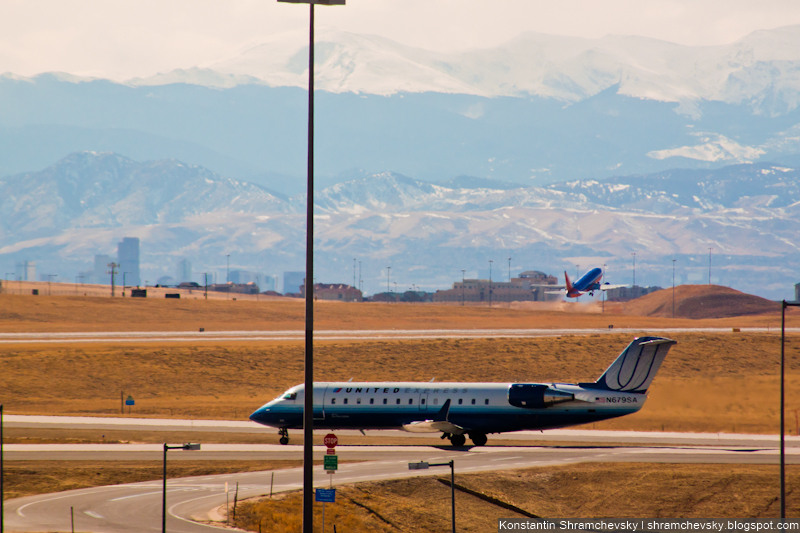 USA Colorado Denver International Airport Bombardier CRJ-200ER United Airlines N679SA United Airlines США Колорадо Денвер Международный Аэропорт Бомбардье Си Ар Джей 200 Е Ар Юнайтед Эйрлайнз