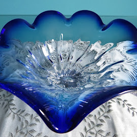 Blue glass dish by Maricor Bayotas-Brizzi - Artistic Objects Glass
