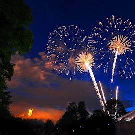 Pop by Derrill Grabenstein - Abstract Fire & Fireworks