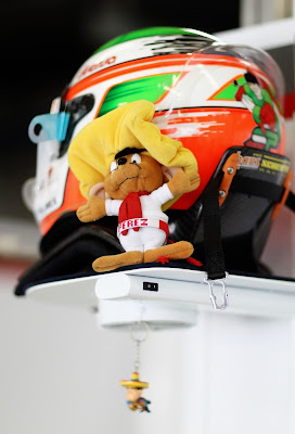 талисман на шлеме Серхио Переса на Гран-при Китая 2011