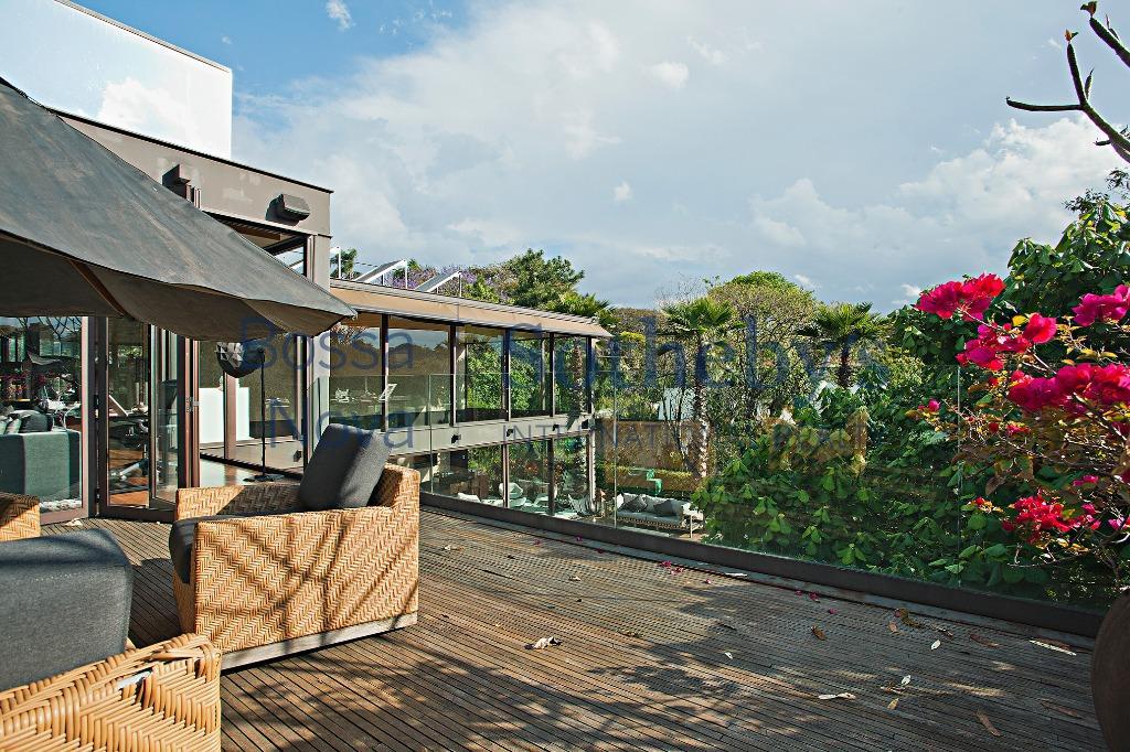Casa premiada em Cidade Jardim da renomada arquiteta Fernanda Marques