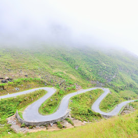 Keep straight by Linh Phan - Landscapes Mountains & Hills ( highland, ha giang, mountain, dong van, windy, fog, vietnam, road, pass )