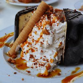 icecream volcano by Alina Radoi - Food & Drink Candy & Dessert ( chocolate, sweet, frosting, frosting cream, icecream, dessert, caramel )