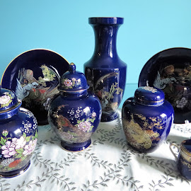 Oriental porcelains by Maricor Bayotas-Brizzi - Artistic Objects Antiques