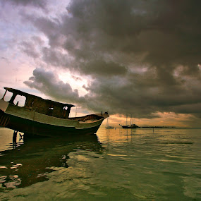 Sinking by Alit  Apriyana - Transportation Boats