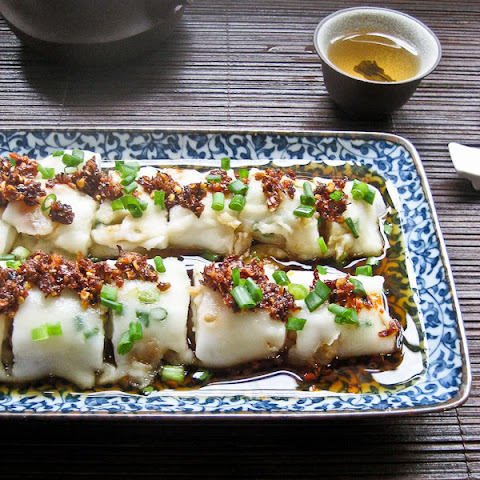 Hong Kong 'Cheong Fun' Recipe (Steamed Rice Noodle Rolls) with Photo Tutorial 港式肠粉