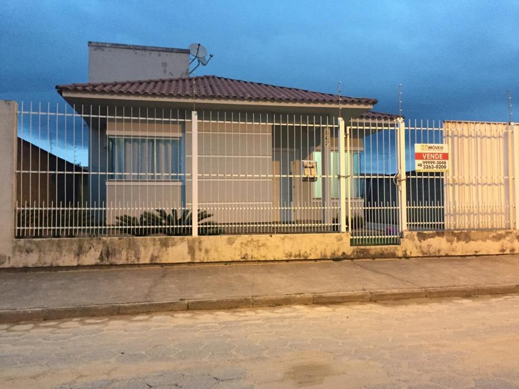 Casa a venda com 3 dormitórios, vaga coberta para 2 carros, edícula com churrasqueira