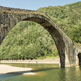 Ponte del diavolo (Borgo a Mozzano, Lucca) by Gianluca Presto - Buildings & Architecture Bridges & Suspended Structures ( old, tuscany, arch, stone, architecture, travel, historic, history, ancient, lucca, legend, arches, bridge, stones, medieval )
