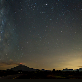 Milky way and volcanoes by Cristobal Garciaferro Rubio - Landscapes Mountains & Hills ( milkyway, popo, stars, iztaccihuatl, popocatepetl )