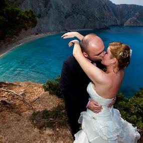 Marin Dumitru,www.fotografi-nunti.ro by Marin Dumitru - Wedding Bride & Groom ( marin dumitru, www.fotografi-nunti.ro )