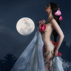 MOON GODDESS by EUGENE CAASI - People Body Art/Tattoos