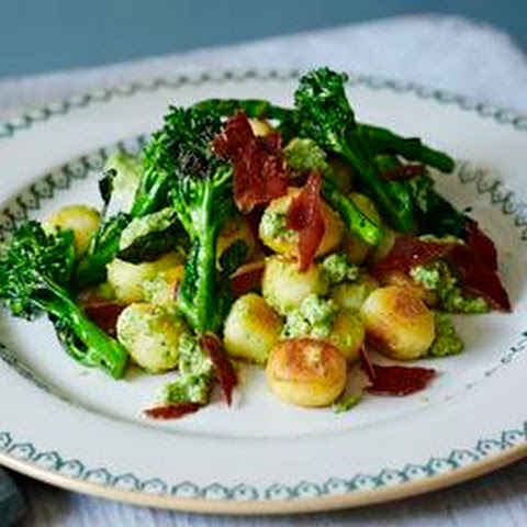 Pan-fried Gnocchi With Broccoli Pesto And Grilled Veg