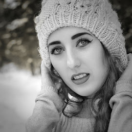 Winter girl. by Andrzej Bajer - Black & White Portraits & People ( winter, girl, black and white, photographer, poster, photo, photography, portrait )
