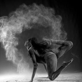 Powder shoot by Drew Tarter - Black & White Portraits & People ( studio, black & white, motion, artistic, dance )
